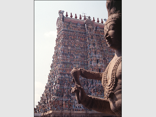 <strong>Sri Meenakshi Temple </strong><br /> <br /><em>♫ Chick Corea & Gary Burton - Crystal Silence - What Game Shall We Play Today.mp3</em>