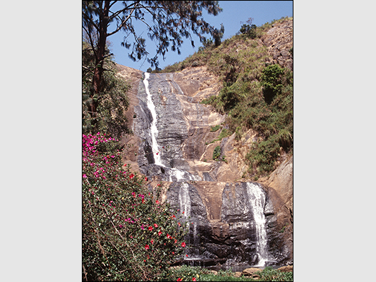<strong>Silver Falls di Kodaikanal</strong><br /> <br /><em>♫ Chick Corea & Gary Burton - Crystal Silence - What Game Shall We Play Today.mp3</em>