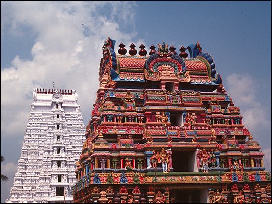 <strong>Srirangam Temple</strong><br /> <br /><em>♫ Chick Corea & Gary Burton - Crystal Silence - What Game Shall We Play Today.mp3</em>