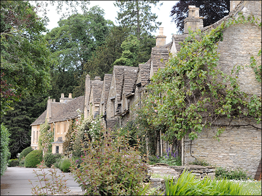<strong>Castle Combe</strong><br /> <br /><em>♫ John Coltrane - Giant Steps - Countdown.mp3</em>